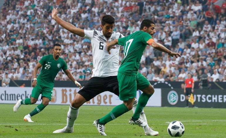 Alemania gana a Arabia Saudi, pero no convence