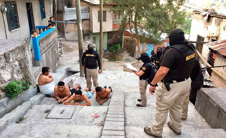 Dictan prisión preventiva para supuesto pandillero de la 18 por crimen de 13 personas