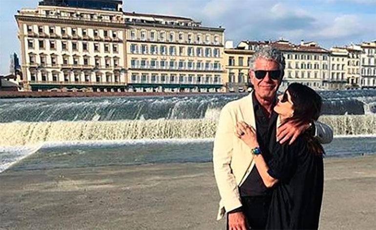 La conmovedora declaración la novia de Anthony Bourdain tras el suicidio