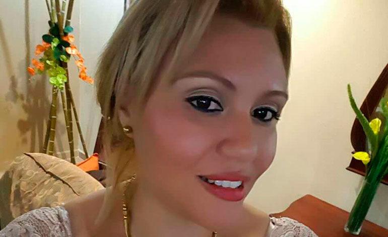 La joven Yerlin Herrera lucía finas joyas en todo su esplendor.