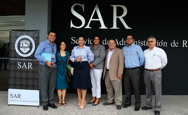 EEUU dona vehículo al SAR para la prevención y combate de la defraudación fiscal
