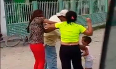 Dos mujeres se enfrentan a golpes en La Paz por el amor de un hombre (Video)