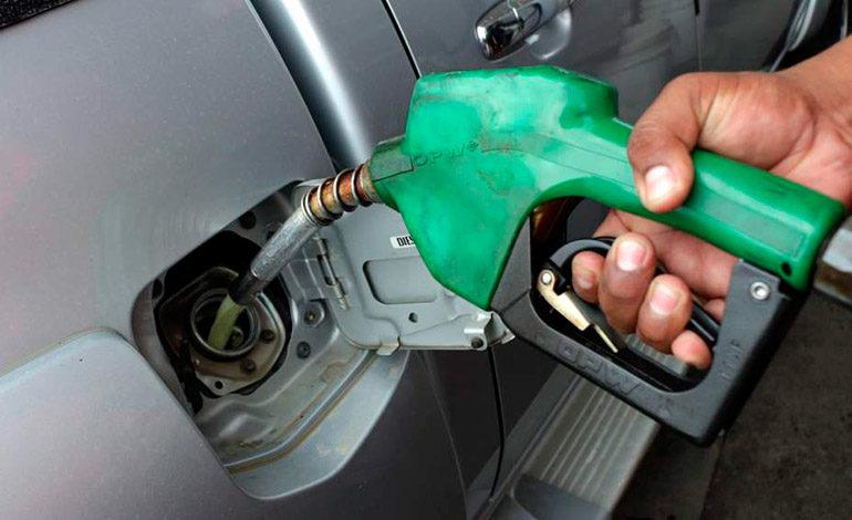 Prevén otra leve alza en precio de combustibles
