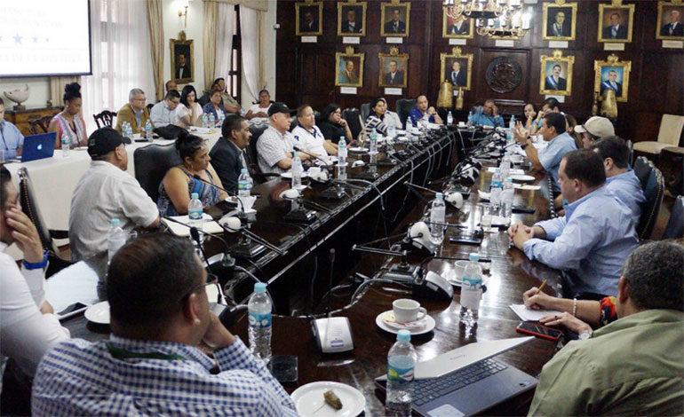 Gobierno y diversos sectores se reúnen para abordar solución en el transporte
