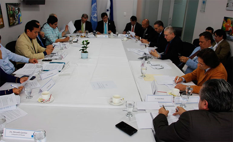 15 reuniones y siguen con el mediador internacional