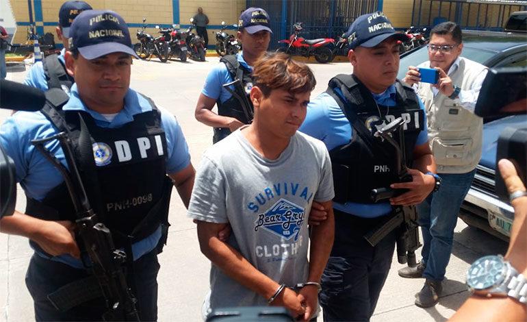 Tres detenidos por crimen de colegiala