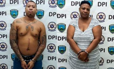 Capturan a madre e hijo por el delito de posesión y tráfico de drogas en Roatán