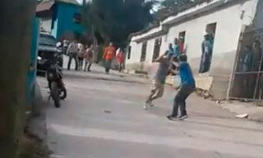 Hombres se enfrentan a machetazos en Copán (Video)