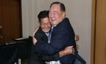 Familias de las dos Coreas se reúnen 65 años después (Video)