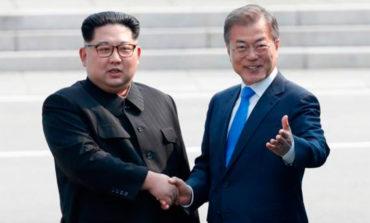 Kim y Moon celebrarán su tercera cumbre en septiembre en Pionyang (Video)