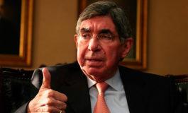 Óscar Arias demanda a mujer por extorsión y denuncia fuga de información