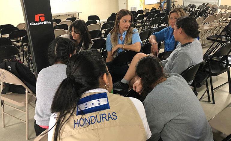Delegación hondureña visita albergues de niños en EEUU