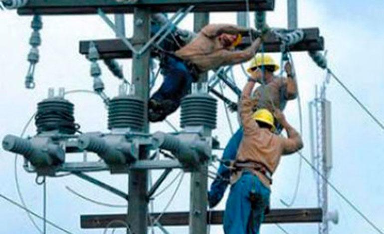 Gobierno y sector privado firman acuerdo para la reforma del sector eléctrico