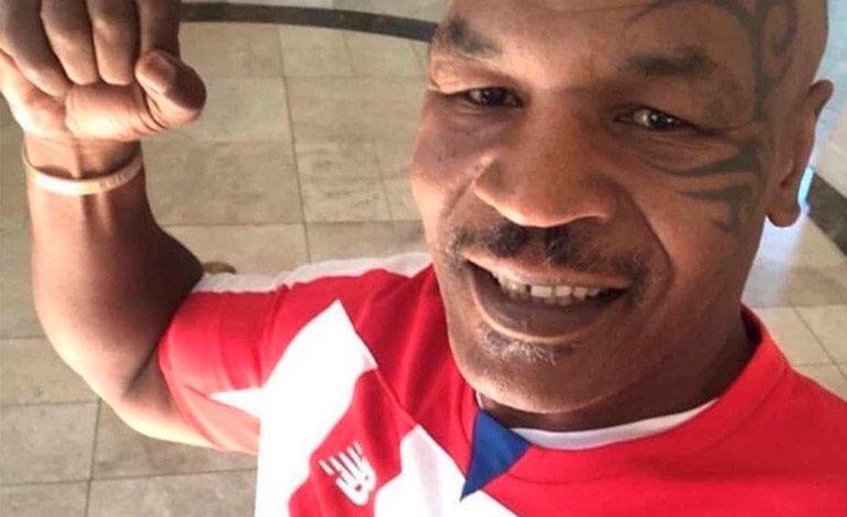 Mike Tyson causa furor al vestir la camiseta del Junior de Barranquilla