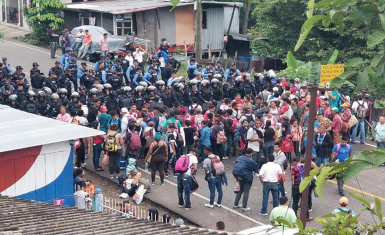 Zafarrancho entre policías y hondureños en frontera con Guatemala