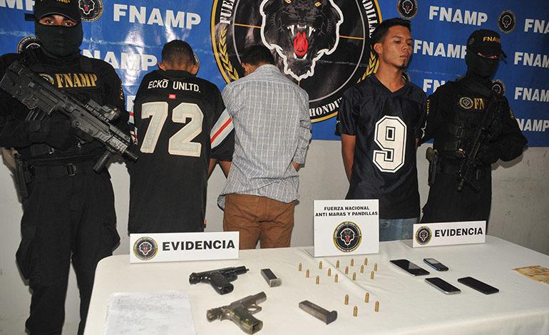 Capturan a tres supuestos extorsionadores con armas y celulares