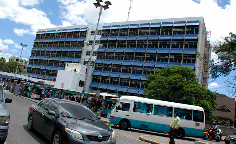 Proveedores amenazan con demandar al Hospital Escuela Universitario