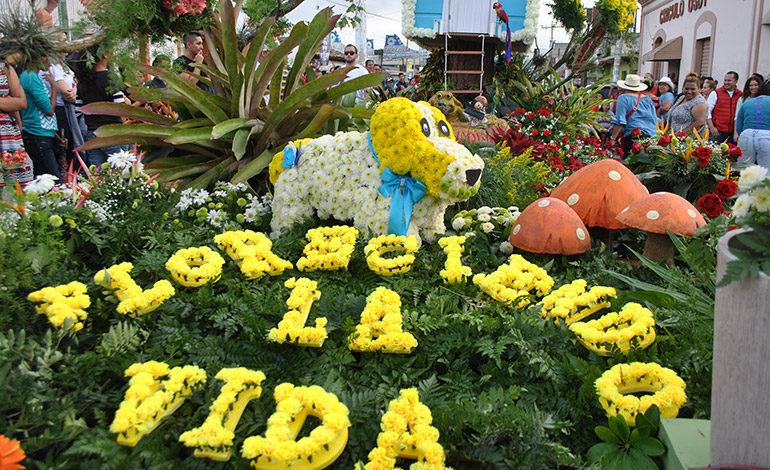 """Turistas a disfrutar el """"Festival de las Flores"""" en Siguatepeque"""