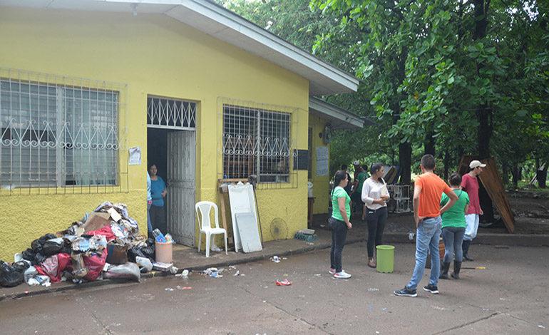 Inundaciones afectan centro de salud de Orocuina