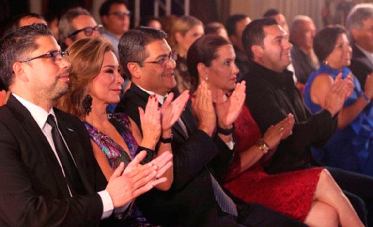 JOH pide al Congreso aprobar ley para desarrollar el cine hondureño
