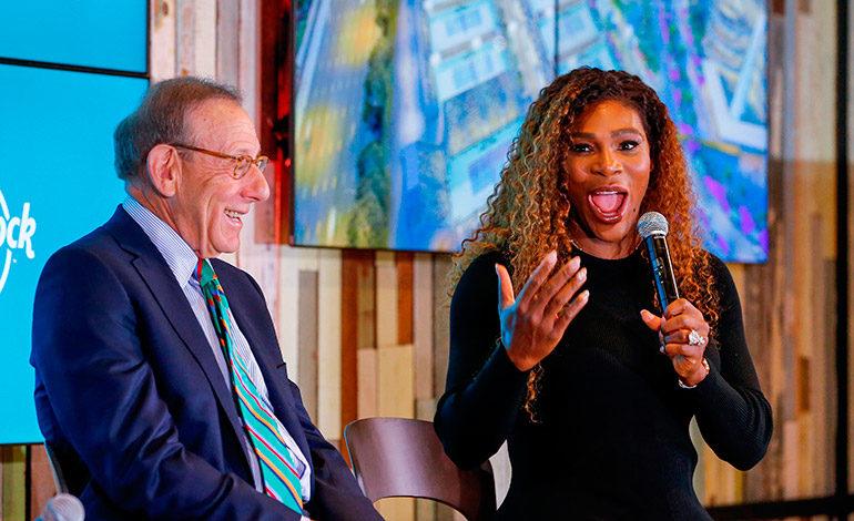 Stephen Ross, propietario de los Miami Dolphins, en una imagen de archivo junto a la tenista Serena Williams. EFE/Erik S. Lesser