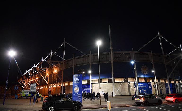 Se estrella helicóptero del presidente del Leicester City cerca de su estadio (Video)