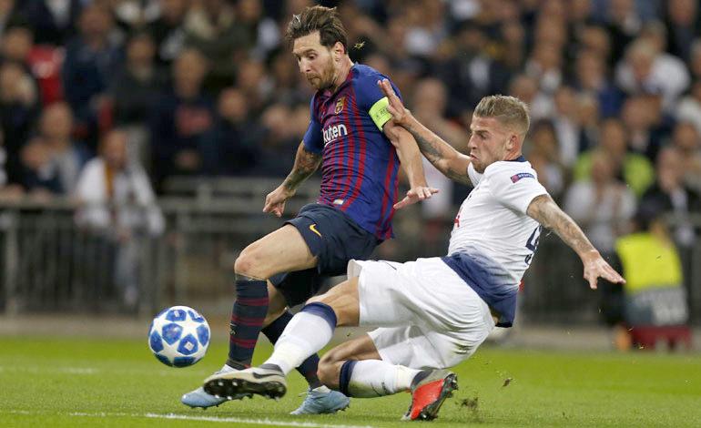 Barcelona golea y mete en apuros al Tottenham
