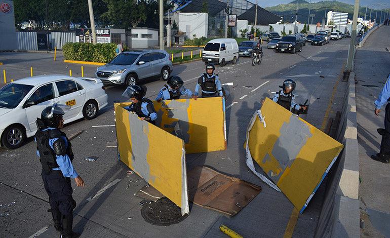 2 policías heridos en revuelta del MEU