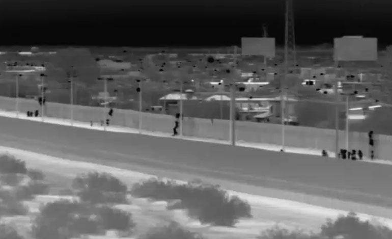 Centroamericanos llegan a Arizona entregándose a los agentes
