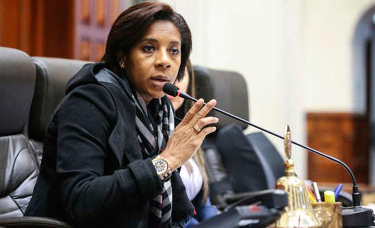 Congresista peruana gana 4,700 dólares