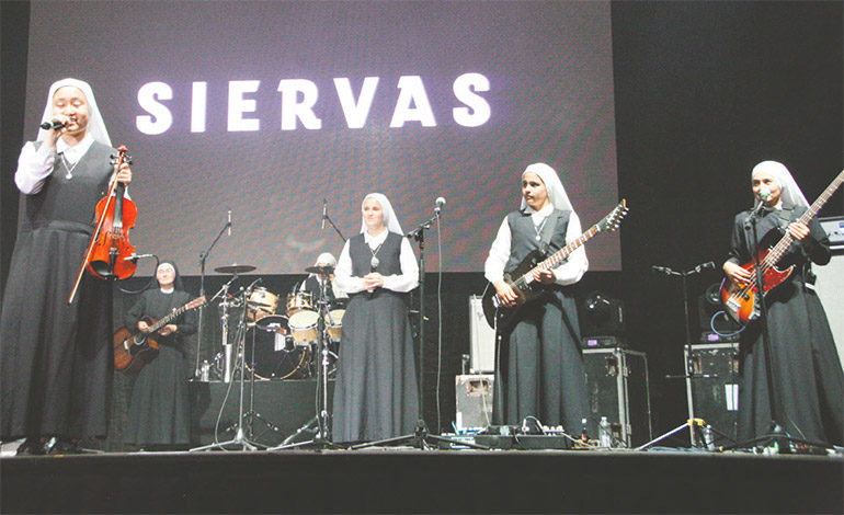 """""""Las Siervas"""" también dieron un mensaje lleno de amor y esperanza a los capitalinos."""
