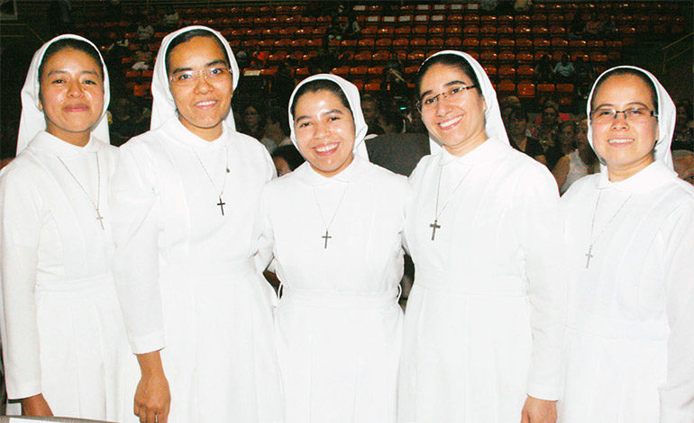 Las monjas Helen, Adita, Cecilia, Orfilia, Leticia.