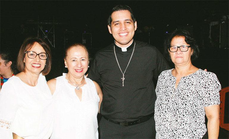 Olga Caballero, María Del Carmen, Jonathan Fúnez y Dora Álvarez.