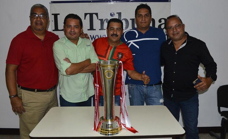 ¡Tribunitos posaron con la Copa Scotiabank de la Liga Concacaf!