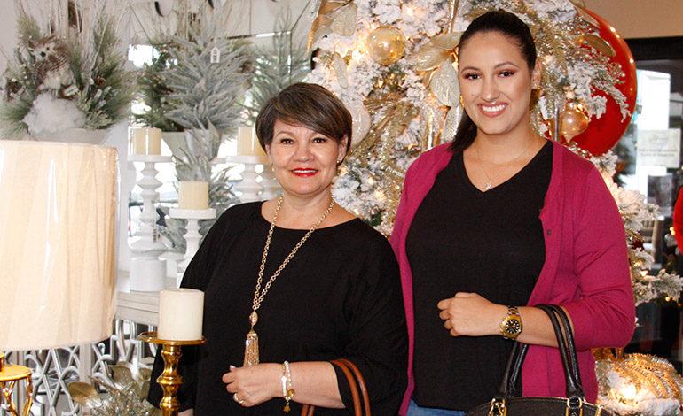 Lourdes Flores y Laura Durón.