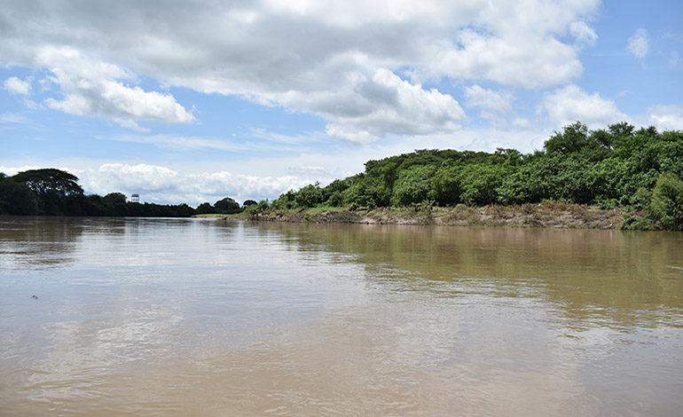 Más de 100 familias siguen atrapadas por el río Goascorán