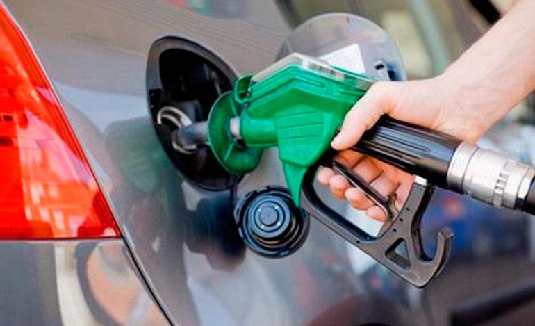 Las gasolinas bajarán de precio el próximo lunes