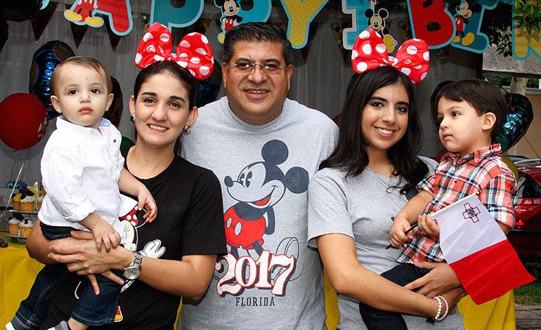 Con el tema de Mickey Mouse esposos Dubón Larios celebran cumpleaños de su hijo