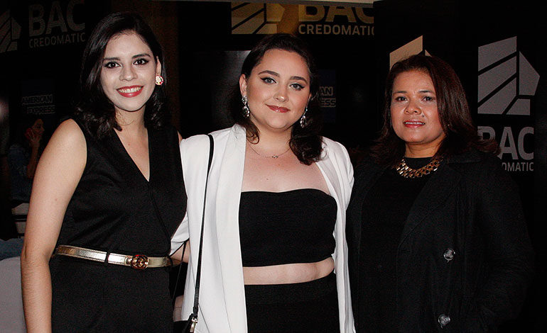 Shannon Mendiola, Laura Delgadillo, Sandra Trujillo.