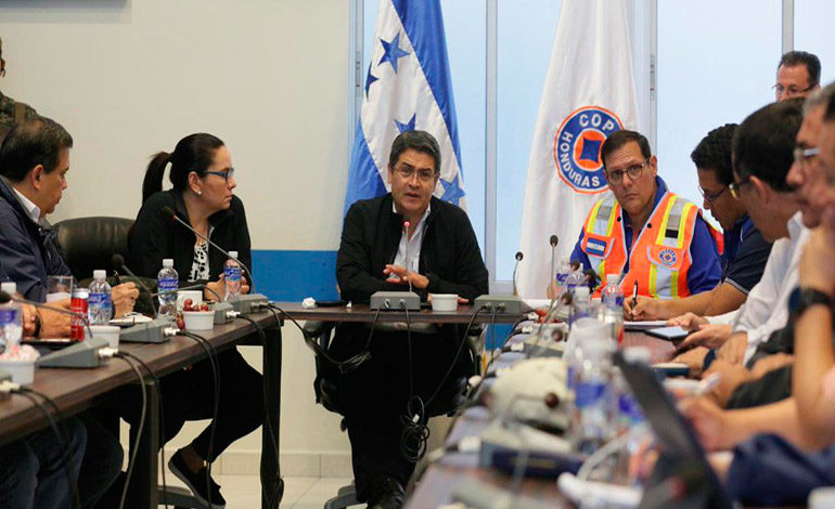 Presidente Hernández pide precaución ante fuertes lluvias