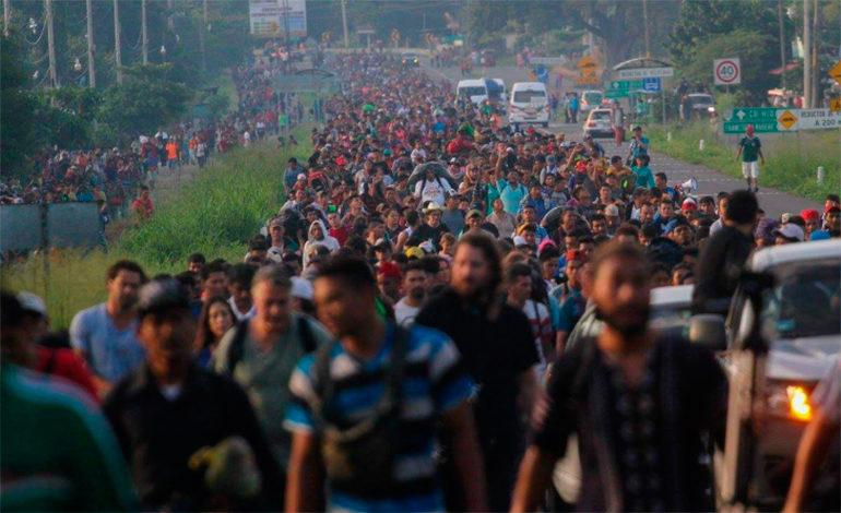 Miles de hondureños avanzan en México pese a advertencia de EEUU
