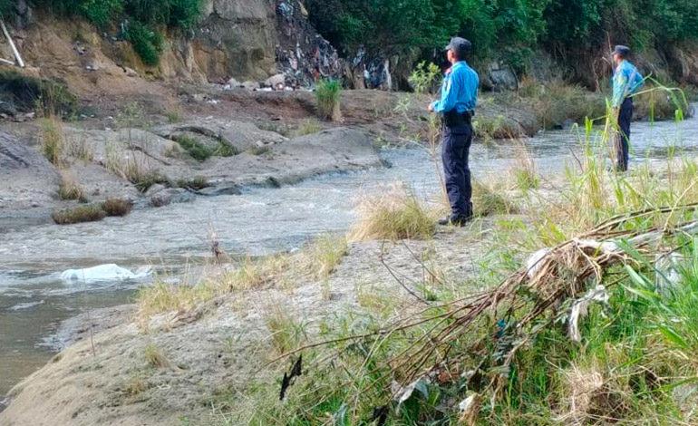 Encuentran hombre ultimado a balazos en ribera del Río Guacerique