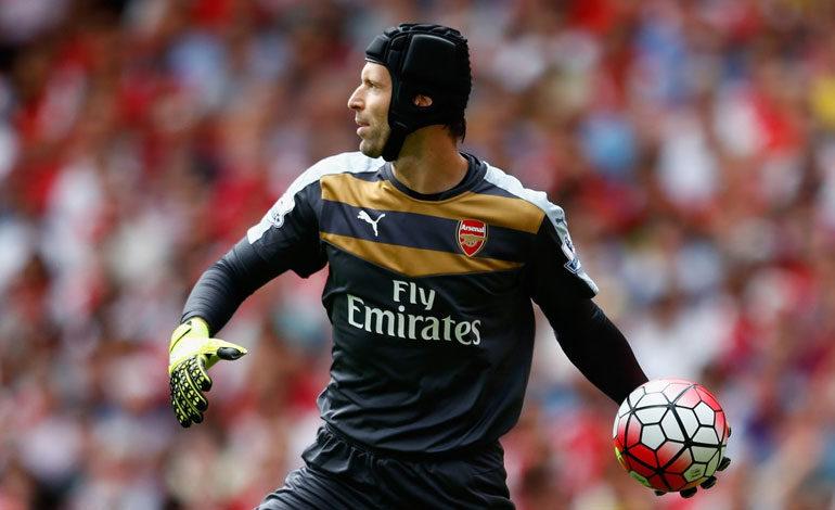 Arquero del Arsenal Petr Cech estará un mes de baja por lesión
