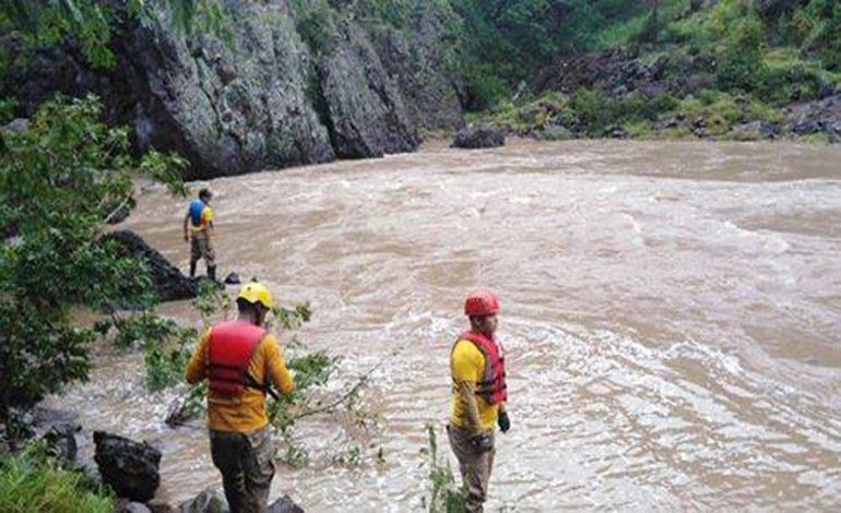 Buscan a otros dos hombres arrastrados por ríos en Olancho y La Paz