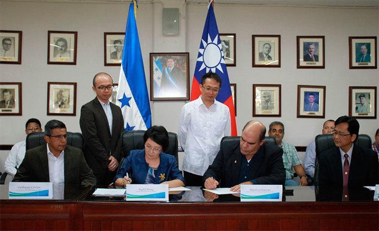 Taiwán y Honduras suscriben acuerdo para fortalecer producción de cerdo