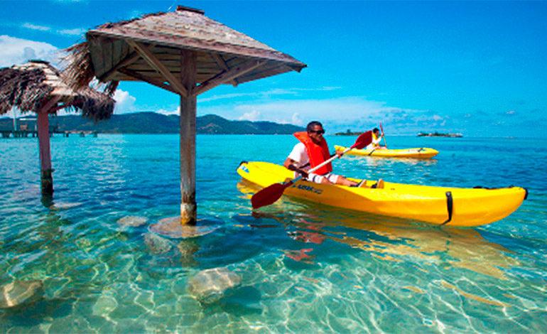 Roatán entre las 11 islas más preferidas por los retirados