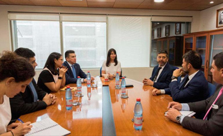 Expertos chilenos capacitarán a 160 defensores públicos de CSJ
