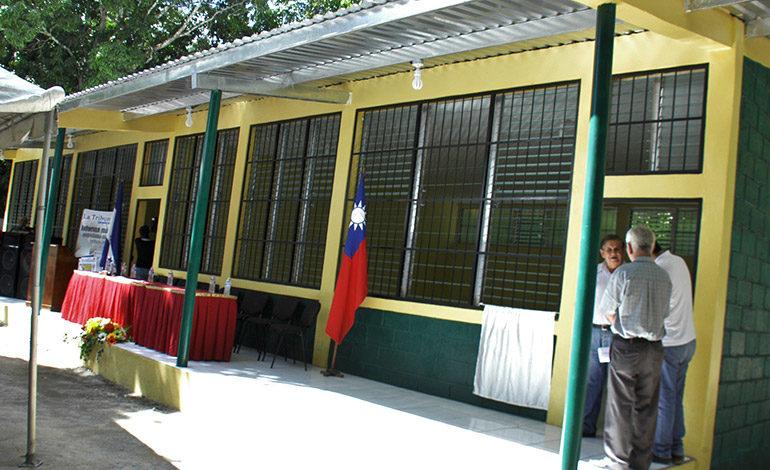 Los salones de clases fueron construidos en la escuela del barrio Villa Guadalupe.
