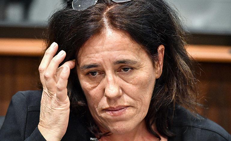 Francia juzga a una mujer que ocultó bebé en maletero