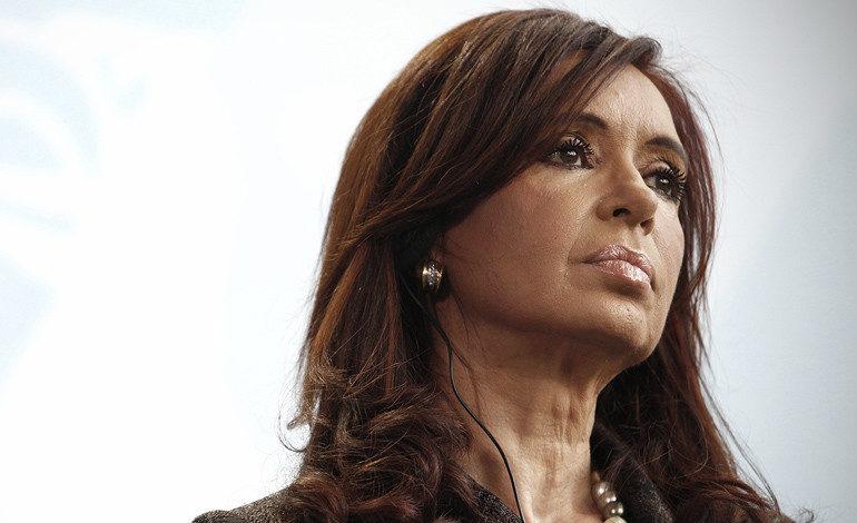 Expresidenta argentina Kirchner pidió revocar su procesamiento por corrupción